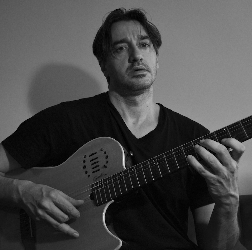 guitar godin lo castro photo